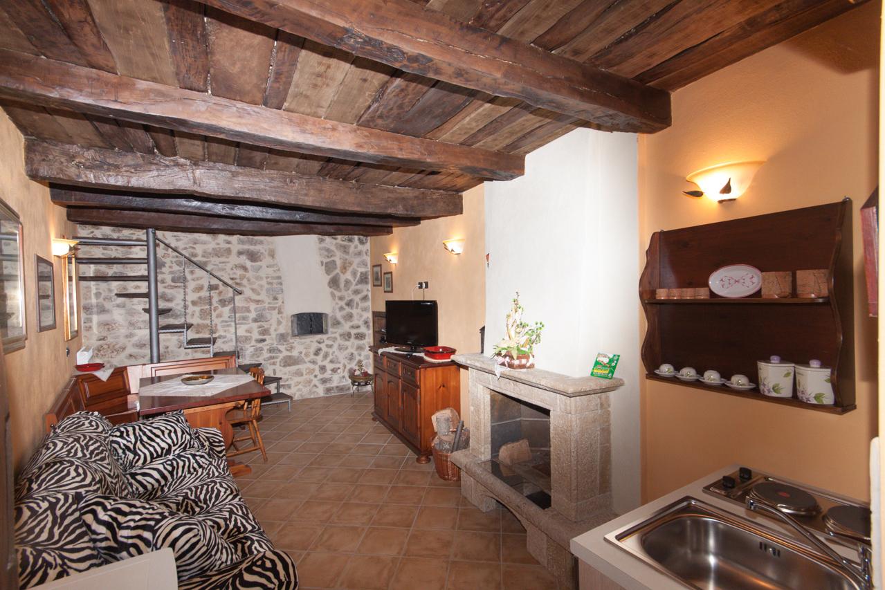 Appartamenti a scapoli b b il borgo albergo diffuso for Case arredate con gusto