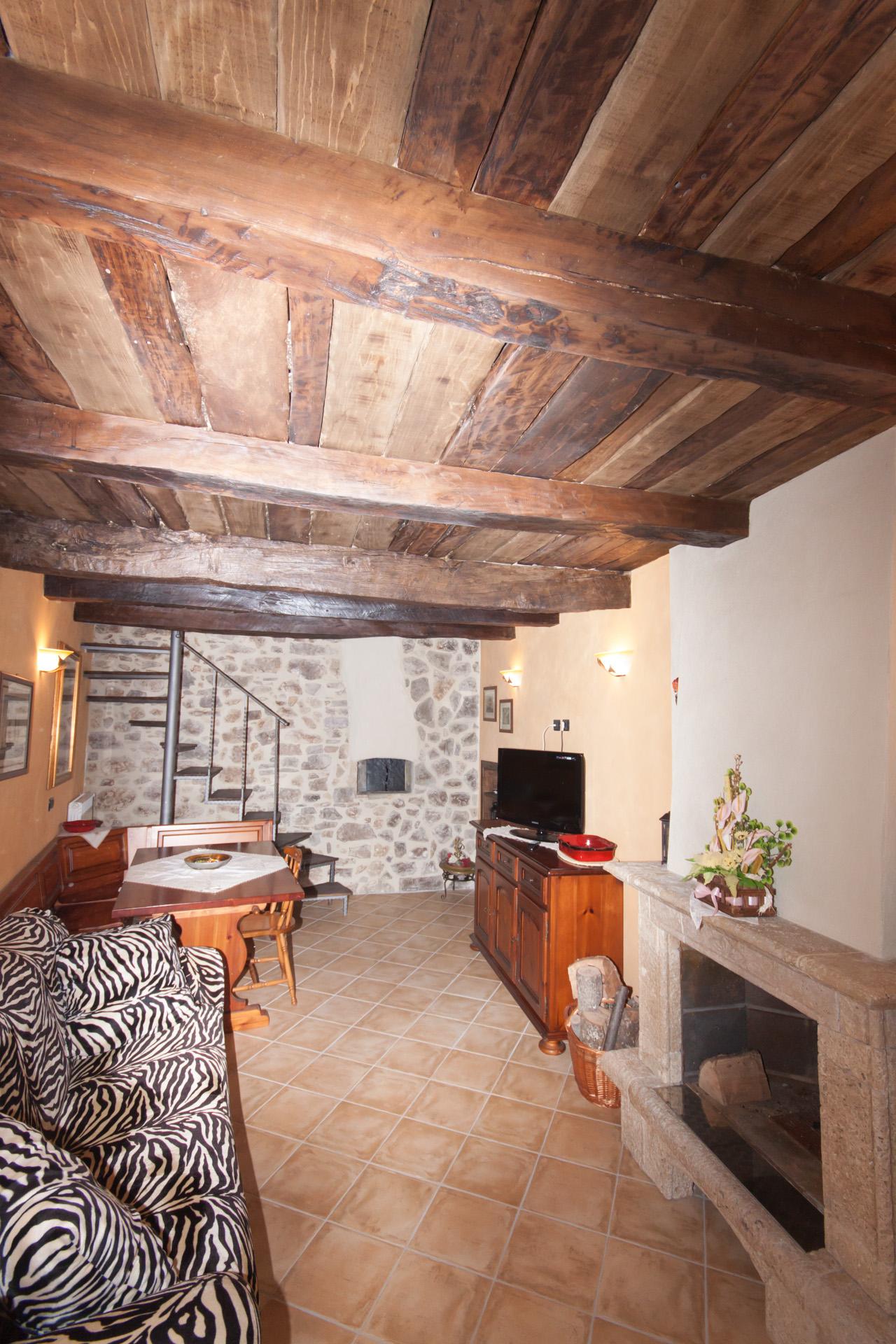 http://www.bebilborgo.com/sito/uploads/2014/07/appartamento-scapoli-zio-tullio-IMG_9854.jpg